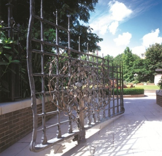 Giusseppe Lund: Gate – Sculptural Railings