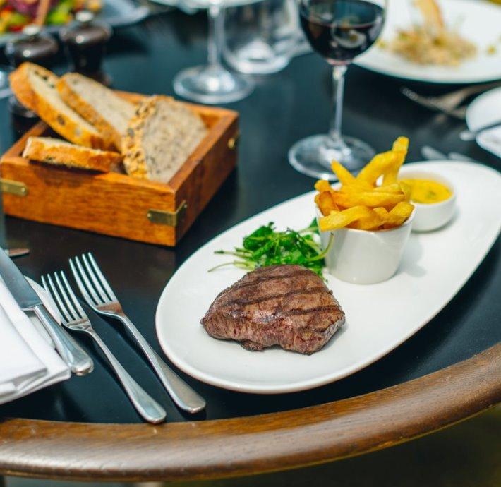 Plateau Restaurant, Bar & Grill